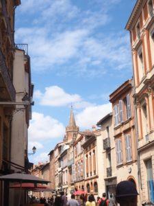 Toulouse, rue des lois et le clocher de St Sernin