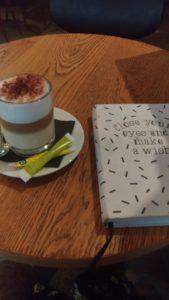 Etre en avance : écrire et boire du café