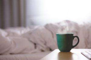 un réveil en douceur avec un café