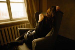 Une femme en pleine déprime