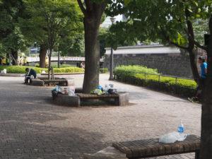 La sécurité à Tokyo : tout le monde abandonne ses affaires pour jogger