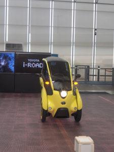 L'i-road Toyota exposée au showroom de Tokyo