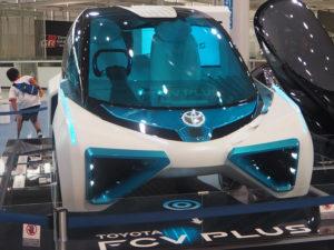 La voiture hydrogène Toyota exposée au showroom de Tokyo