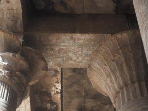Un plafond noirci au temple d'Edfou