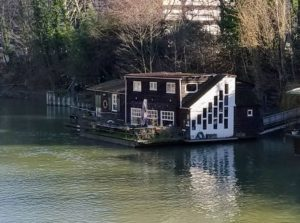 Maison barge sur la Seine