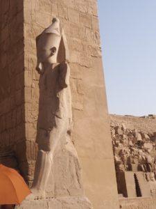 Statues au temple de Karnak