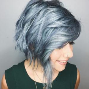 Les cheveux bleus