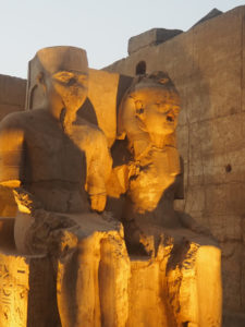 Statues à Louxor