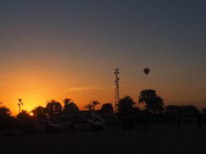 Une montgolfière dans le ciel d'Egypte