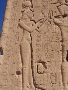 Cléopâtre sur le mur du temple de Denderah