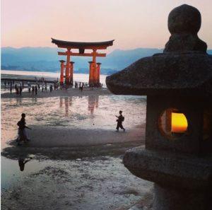 Le torii de Miyajima, couchant, marée basse