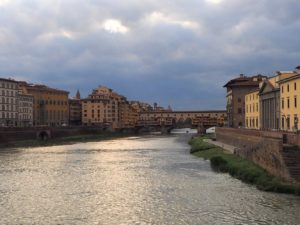 Promenade le long de l'Arno à Florence