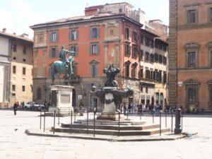 La place de l'hôpital des innocents de Florence