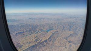 Vue du hublot : désert arabique