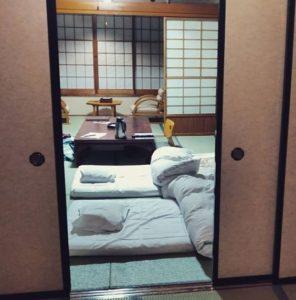 Chambre de ryokan avec futons