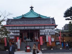 Temple bouddhiste sur le lac du parc Ueno