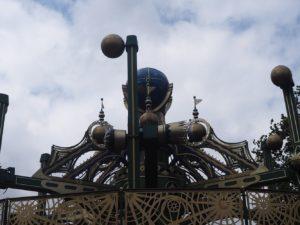 Manège planète au parc Tivoli