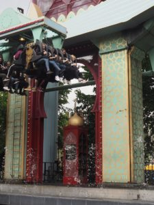 Le tapis magique au parc Tivoli à Copenhague