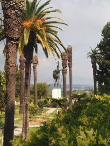 L'Achilleion de Sissi, Achille dominant la baie de Corfou