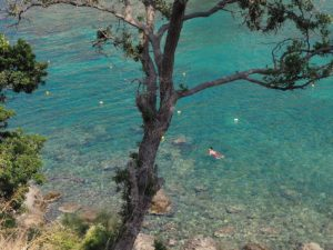 Se baigner à Paleokastritsa