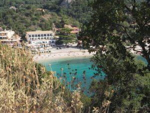 Jolie vue sur Paleokastritsa à Corfou