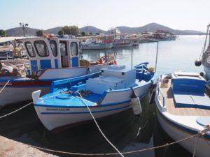 Un bateau bleu en Crète