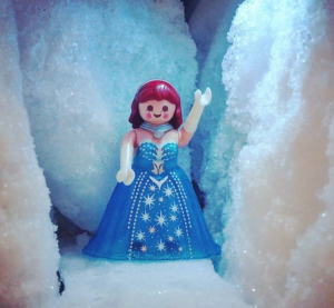 La reine des Neiges en playmo par Nina Bartoldi