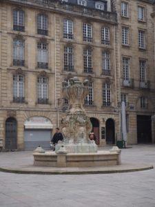 Une jolie place à Bordeaux